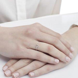 Anello letterine - O - con diamanti bianchi